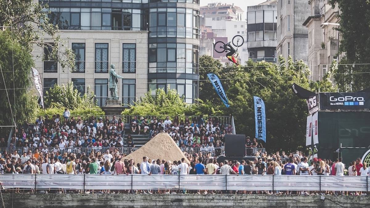 El pánico se apodera del festival O Marisquiño de Vigo con el desplome de una plataforma